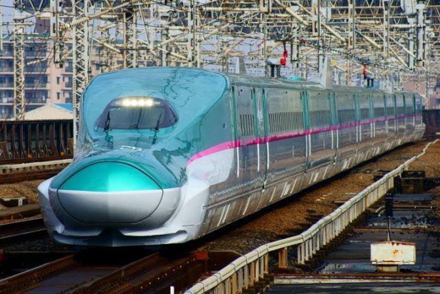 Shinkansen H5 and E5