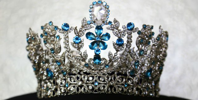 miss-supranational-crown-mirip-blue-crown