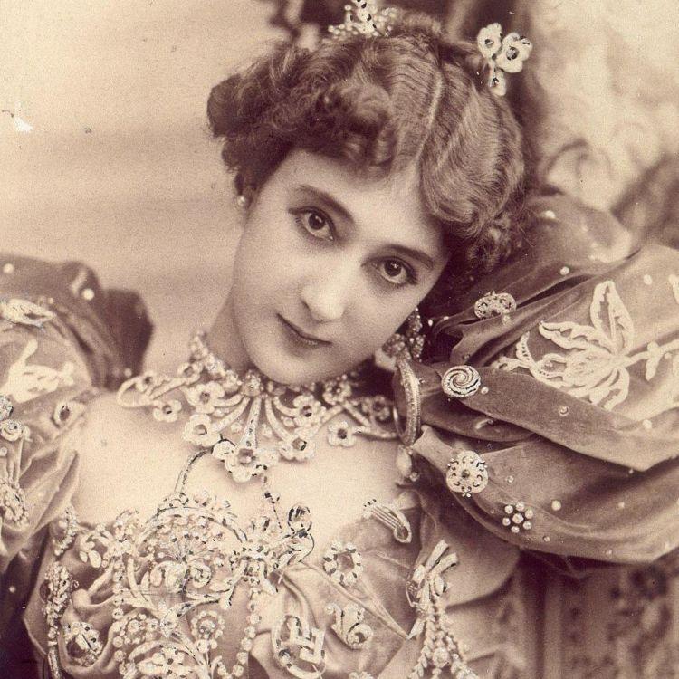 tampa-oplas-botox-atau-sulam-alis-ini-kecantikan-memukau-dari-100-tahun-lalu