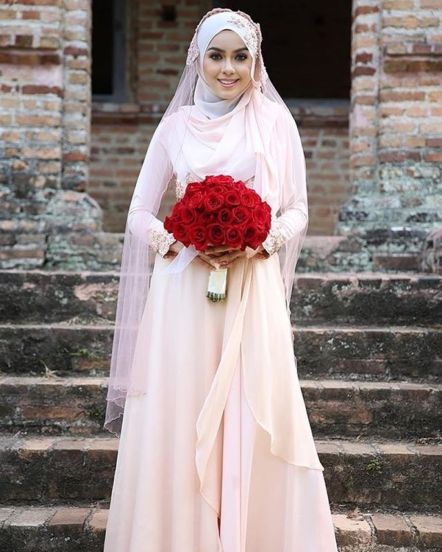 15 Variasi Gaun Pengantin Internasional Hijab Yang Sopan