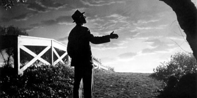Meskipun masih hitam putih, film Harvey ampuh untuk membuatmu lebih cerah