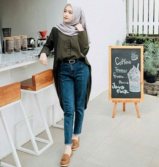 gaya hijab ala Sari Endah Pratiwi