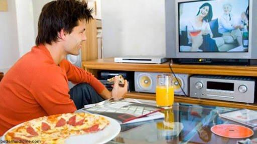 Terbiasa makan didepan TV