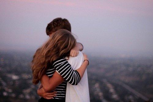 """pelukan darinya sama dengan """"aku sudah memberi dia-yang-menyakitimu pelajaran"""""""