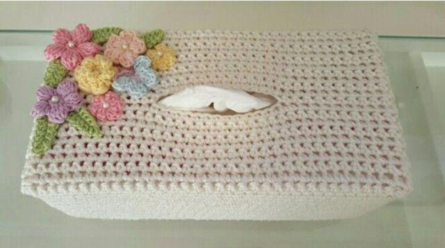 Sarung kotak tisu dengan motif bunga