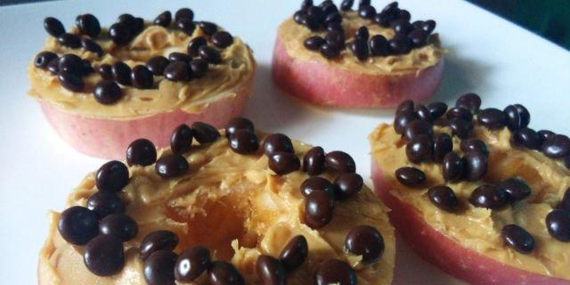 Donut Apel Selai kacang dengan Choco chips