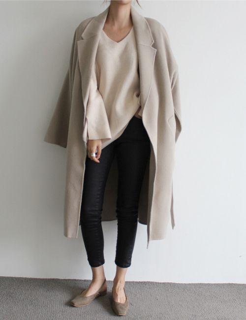 ayo pakai long coat atau cardigan biar keliatan feminim