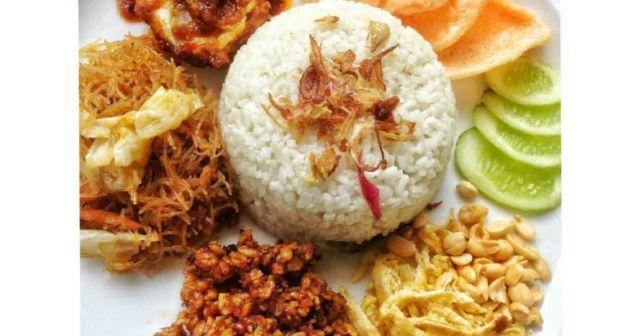 Nikmatnya nasi uduk