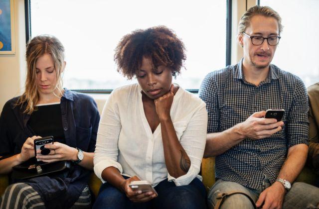 Perbedaan kehidupan sosial media dan realita