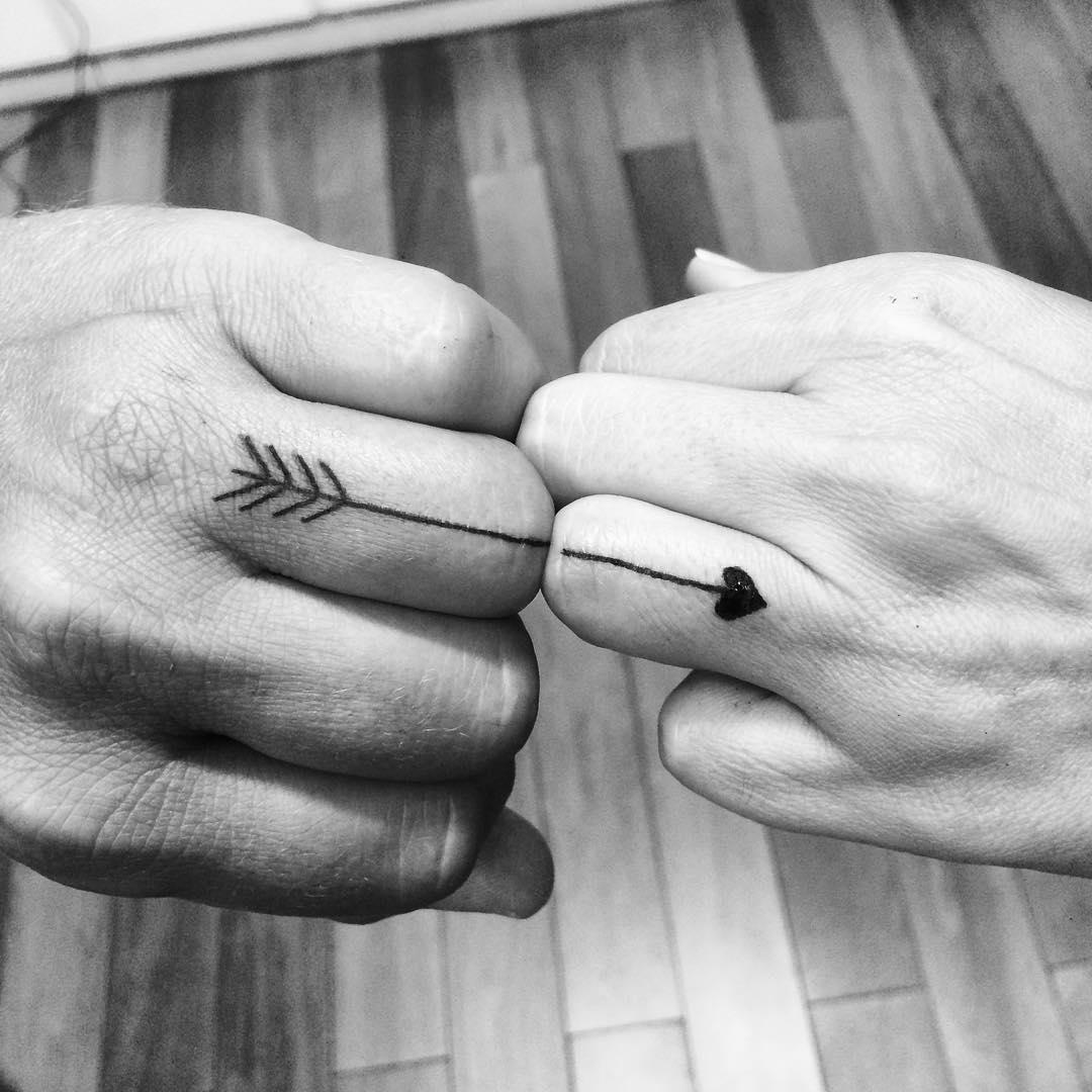 15 Desain Tato Couple Nan Simpel Nggak Cuma Bermakna Tapi Juga Manis Dilihatnya