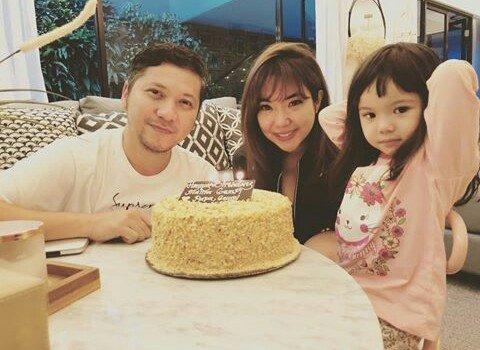 Foto perayaan ulang tahun Gisella bersama keluarga tercinta