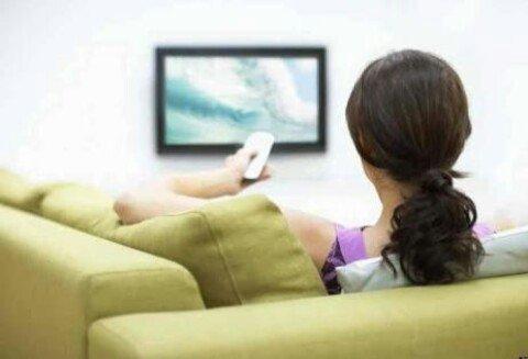 Menonton TV tidak dilarang. Tetapi baiknya jangan terlalu sering