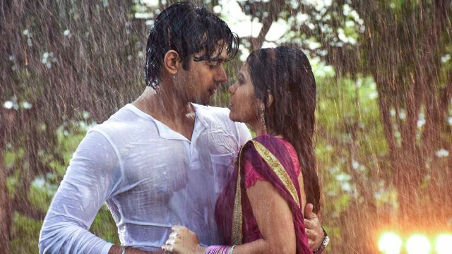 Hujan-hujanan ala Bollywood