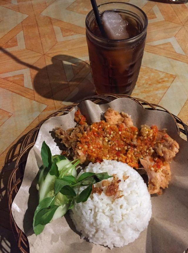 Ayam Geprek dan Es Teh
