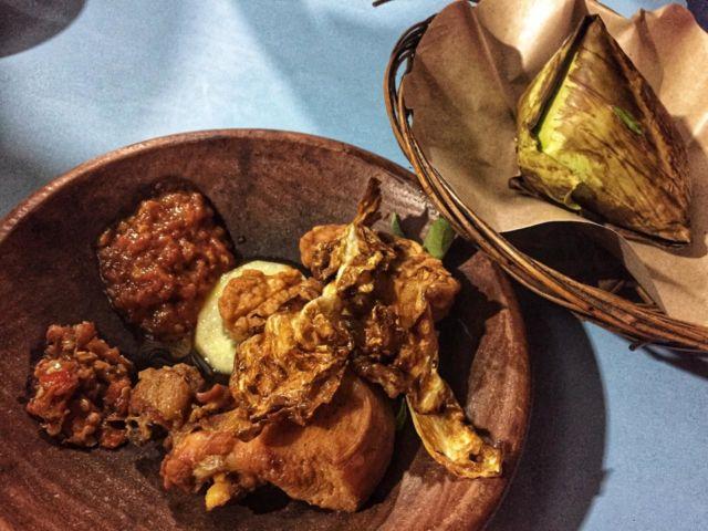 Ayam Goreng + Nasi Uduk Bakar + Kol Goreng