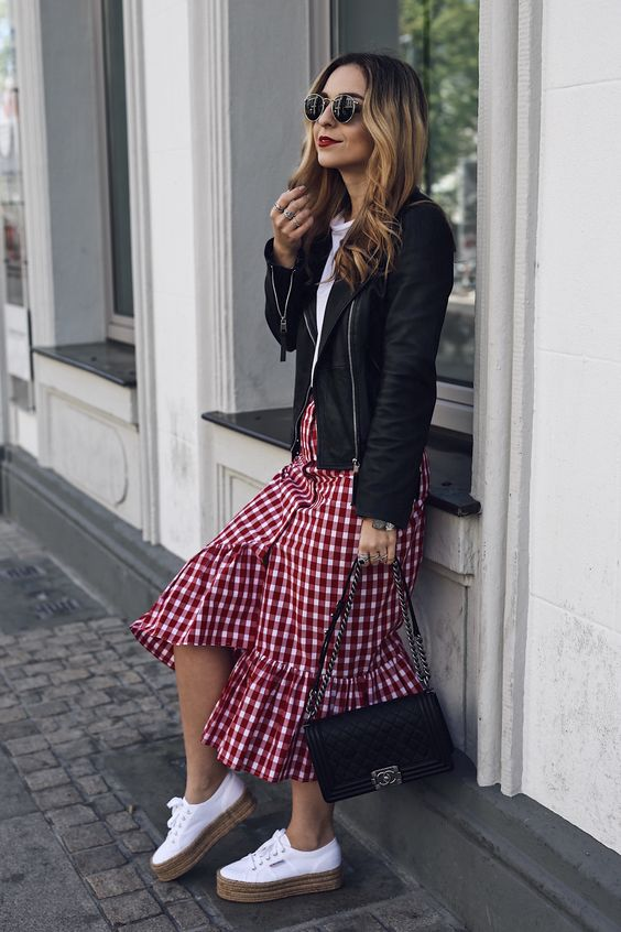 gingham skirt dan jaket kulit