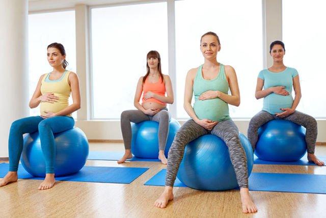 Hasil gambar untuk ibu hamil duduk di atas bola