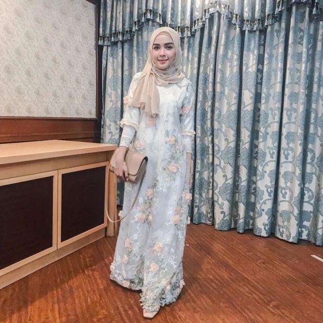 11 Padu Padan Gamis + Hijab Yang Cantik Untuk Kondangan