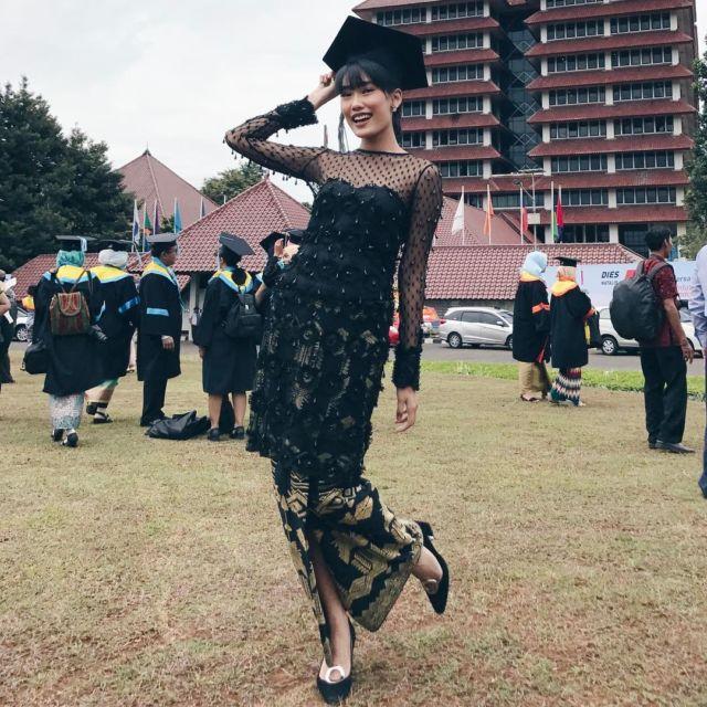 8 Kebaya Wisuda Ala Selebritas Tanah Air Cantik Elegan Bikin Momen