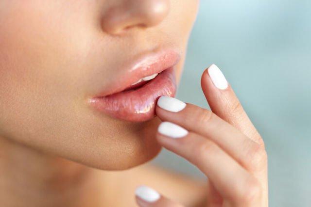 Merawat kesehatan bibir
