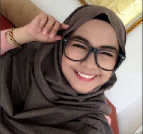 Tips Penggunaan Kacamata Untuk Hijabers Agar Penampilanmu Tetap Modis