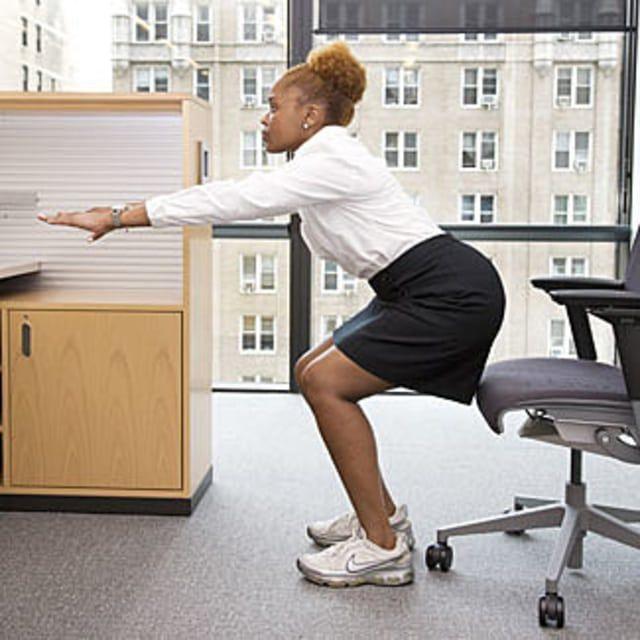 Squat depan meja kerja