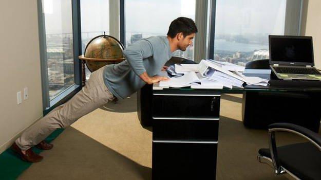 Push up di meja kantor