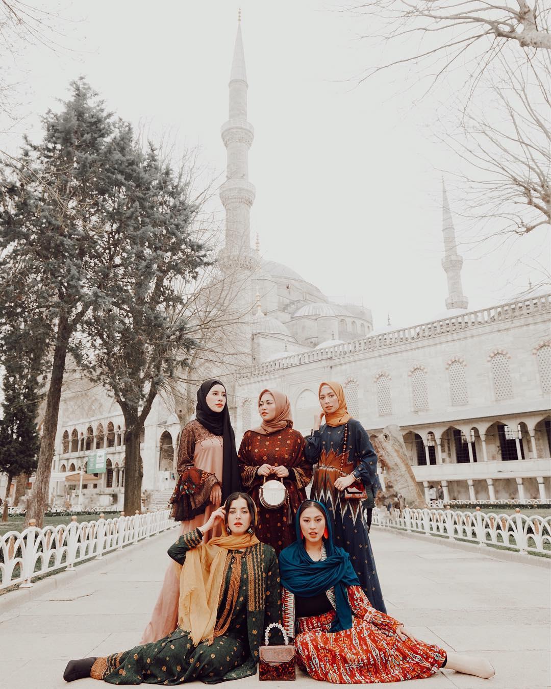 8 Gaya Fesyen Elegan Tasya Farasya Liburan ke Turki. Bak