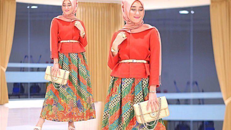 Elegan Dan Modern Dengan Outfit Batik Ootd Para Hijabers Ini Patut