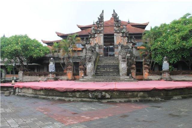 salah satu bangunan di Bali