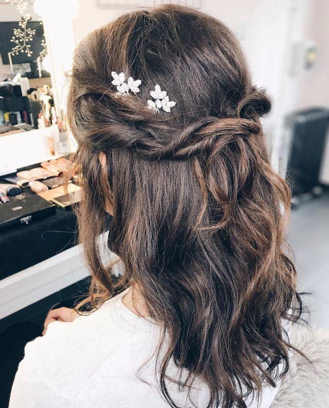 12 Gaya Rambut Untuk Bridesmaid Di Nikahan Teman Terlihat Elegan Dan Awet Muda Masa Nggak Mau