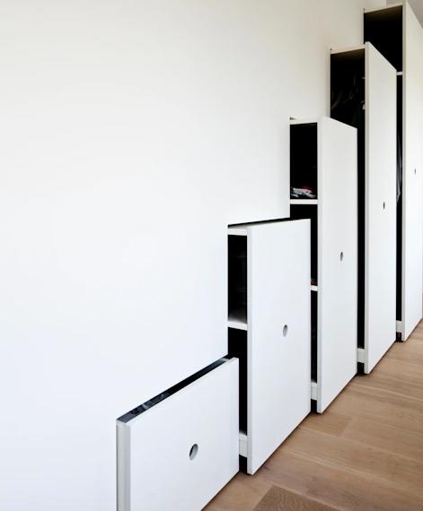 Desain Lemari Pakaian Built-in Wall