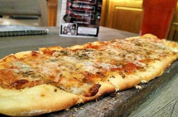 Pizza Al Formaggio di Resto Mediterania