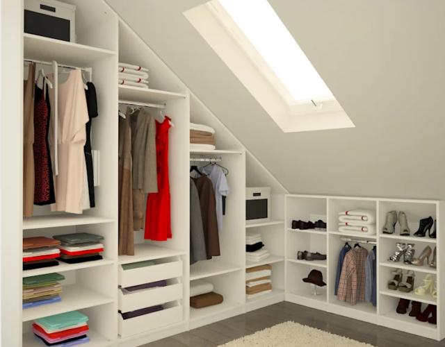 Lemari Pakaian Terbuka di Loteng Rumah