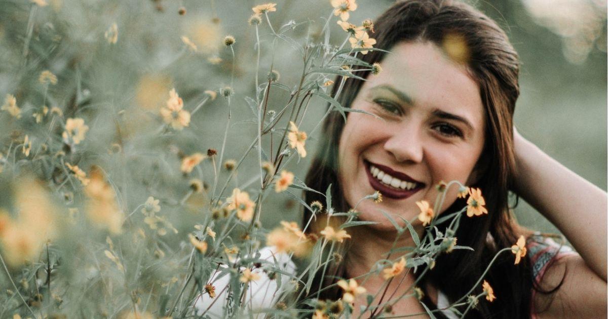 20 Quotes Indah Tentang Senyuman Ini Akan Buatmu Lebih Rajin
