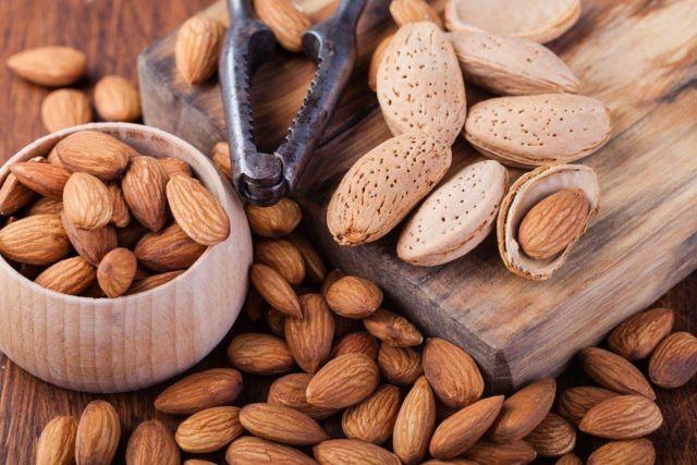 kacang almond untuk kewanitaan