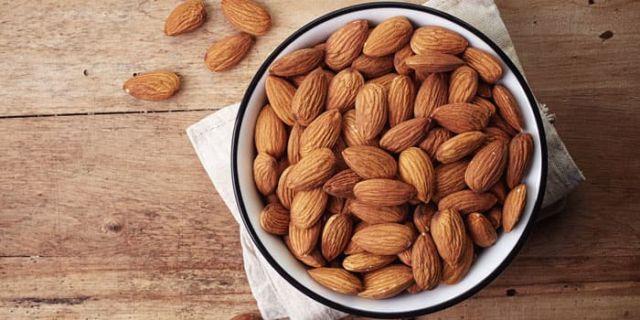 kacang almond untuk kulit