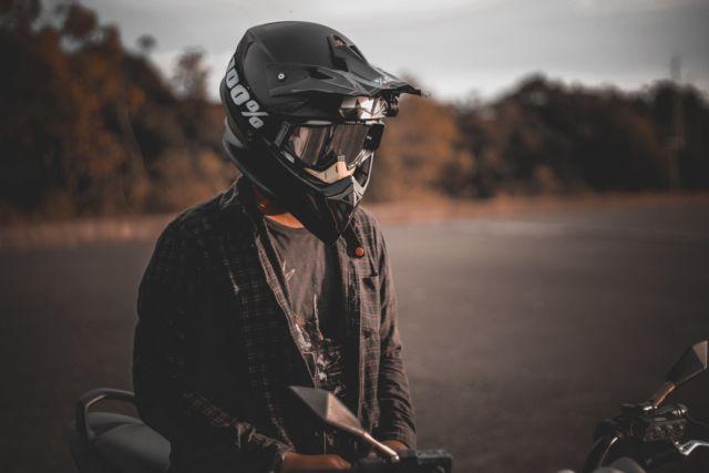 Helm untuk melindungi kepala