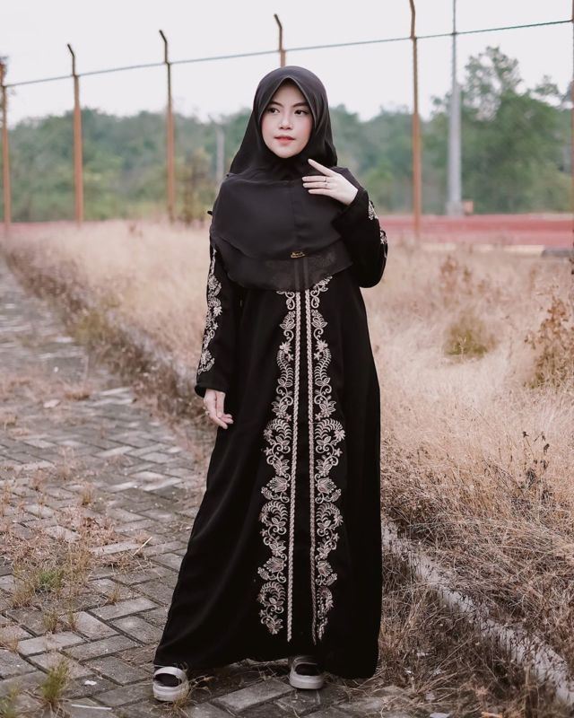 12 Ide Stylish Pakai Abaya Di Momen Lebaran Elegan Sopan Dan 100 Manis