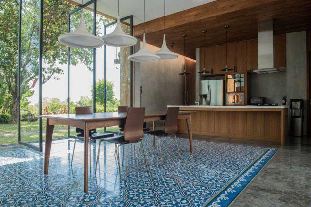 Dapur Semi Outdoor House 1 di Semarang karya Tamara Wibowo