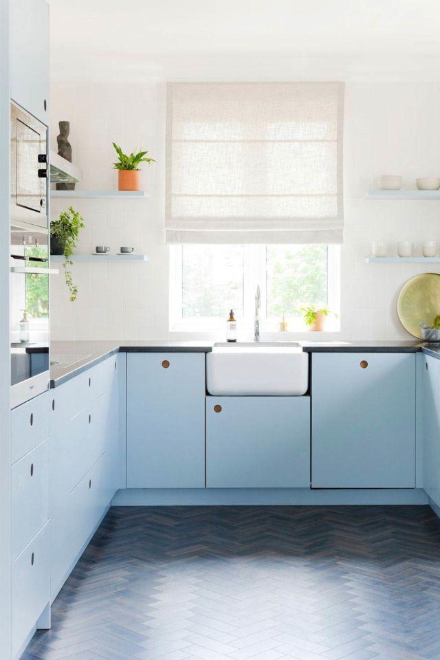 Biru Muda untuk Tampilan Dapur yang Cerah dan Menenangkan