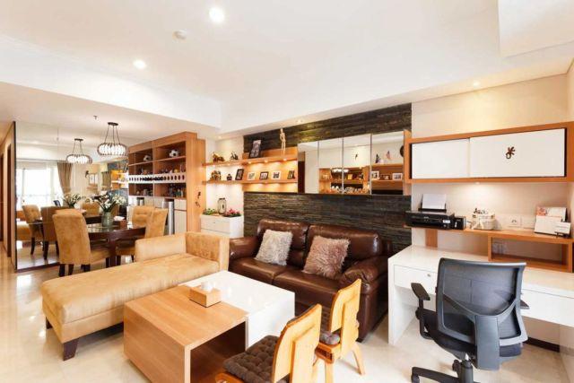 Meja Kerja Kecil, Royal Mediterania Garden di Jakarta Karya ARTE Living