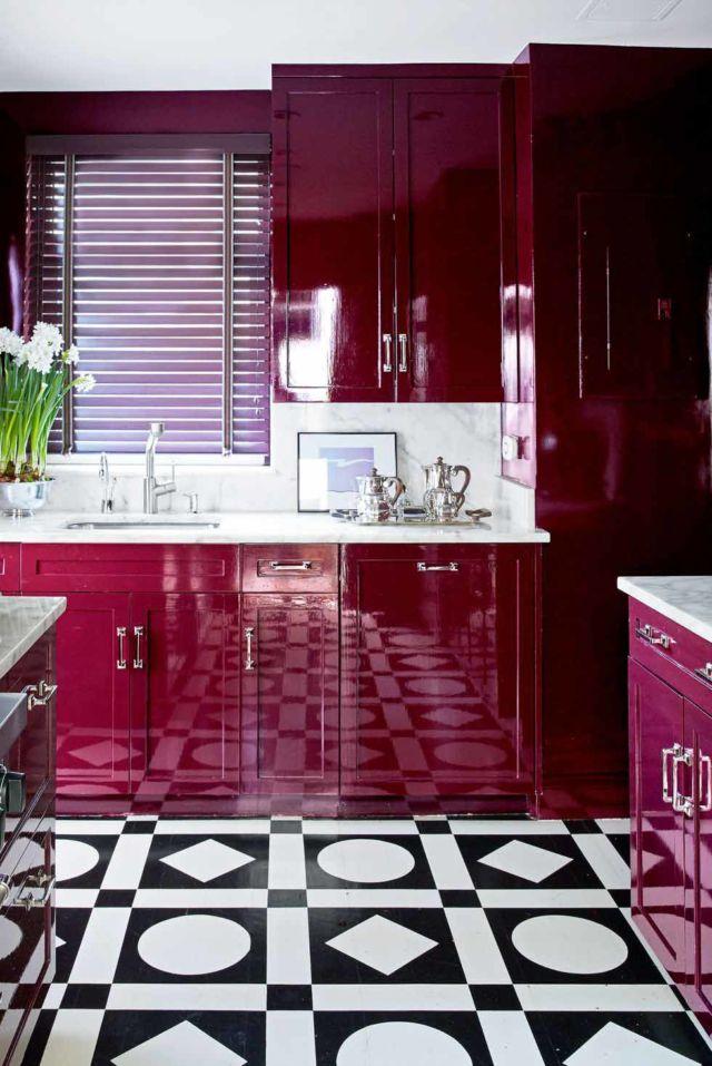 Merah Wine Berikan Kesan Glamor pada Dapur