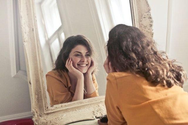 berlatih di depan cermin