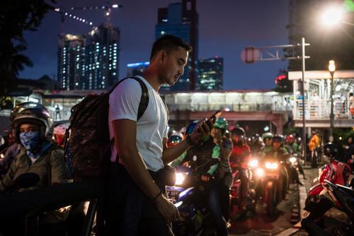 Harus terbiasa dengan keadaan dan suasana malam hari di jalan