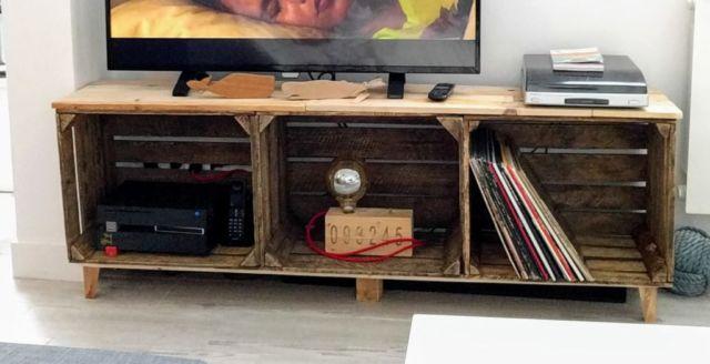 Meja TV dari Kotak Bekas