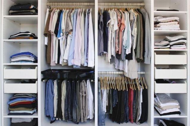 Menimbun Banyak Barang di Lemari Pakaian