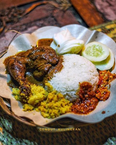 Sajian menu ayam bakar Genther - Photo by Gendut Kulineran