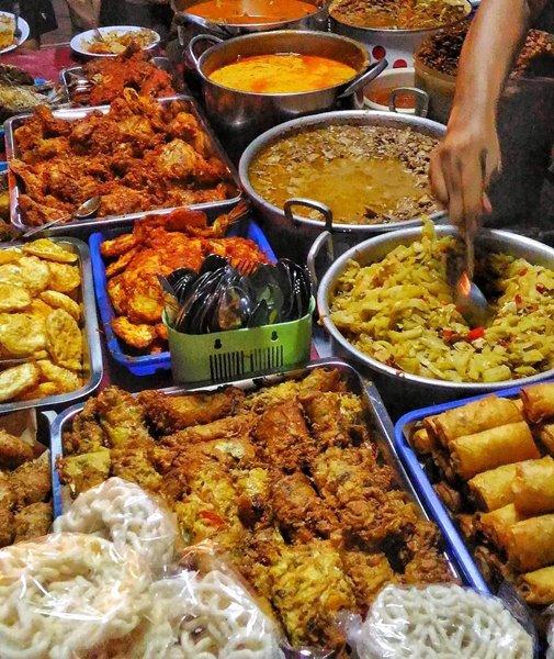Beragam lauk pauk di Nasi Teri Gejayan - Photo by Food Jogja