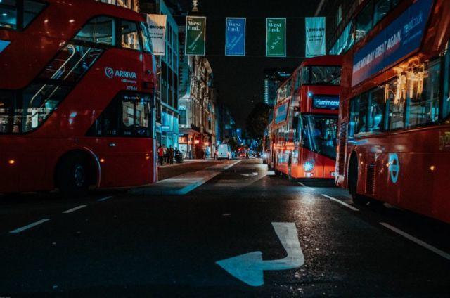 Kendaraan Liburan Rombongan - Photo by Jimmy Chan from Pexels